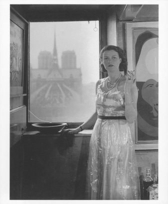 Peggy-Guggenheim-in-the-apartment-of-Kay-Sage-in-Paris-1940-photographed-by-Rogi-André.-Via-Guggenheim-Venices-Twitter